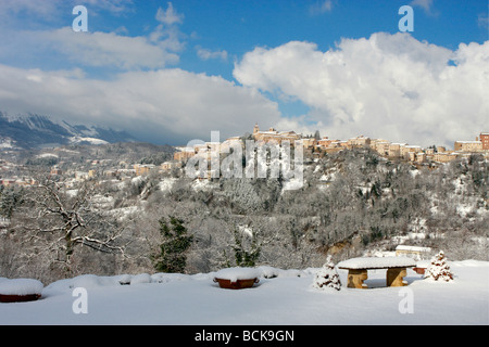 Charming,historic hilltown of Amandola in Le Marche,(Marches), Italy makes a beautiful picture in the snow - Stock Image