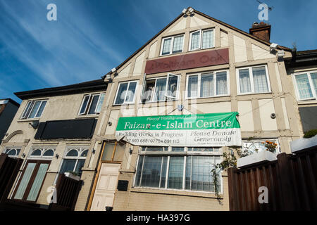 Building was Waltham Oak pub now closed and is now the  Faizan-e-Islam Centre, Place of worship and education - Stock Image