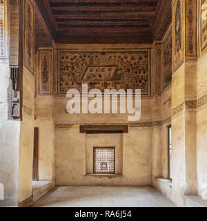 Stone wall with wooden window (Mashrabiya) and mural depicting city of Medina at ottoman historic Beit El Set Waseela building (Waseela Hanem House) - Stock Image