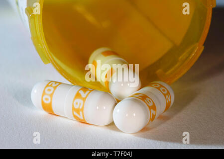 Celebrex capsules, 200mg and prescription bottle. - Stock Image