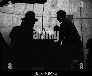 Trinity Test Site, Oppenheimer Oversees Assembly, 1945 - Stock Image
