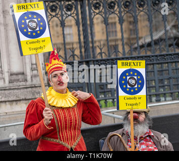 London, UK. 27th March 2019, Brexit protesters clowning around dressed as clowns Credit: Ian Davidson/Alamy Live News - Stock Image