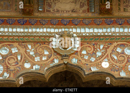 Ornately decorated walls of a haveli.Mandawa, Shekawati region, Rajasthan India - Stock Image