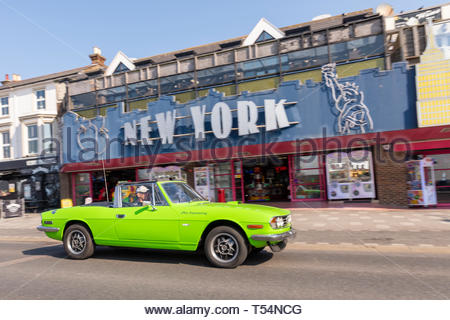Marine Parade, Southend on Sea, Essex, UK. 21st April 2019. Making good use of the warm sunny weather, a classic car show is taking place along the seafront at Southend on Sea on the Thames Estuary attracting the crowds along with the other seaside attractions.  Credit: Avpics / Alamy Live News - Stock Image
