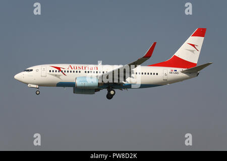 Austrian Airlines Boeing 737-700 with registration OE-LNO on short final for runway 14 of Zurich Airport. - Stock Image