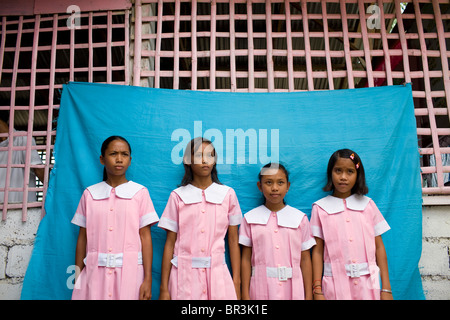 Young Filipinas in line for school ID photos at Penaverde Montessori School in Mansalay, Oriental Mindoro, Philippines. - Stock Image