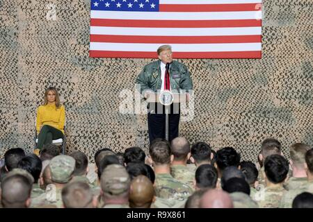 U.S. President Donald Trump and First Lady Melania Trump address U.S. service members during a surprise visit to Al Asad Air Base December 26, 2018 in Al Anbar, Iraq. The president and the first lady spent about three hours on Boxing Day at Al Asad, located in western Iraq, their first trip to visit troops overseas since taking office. - Stock Image