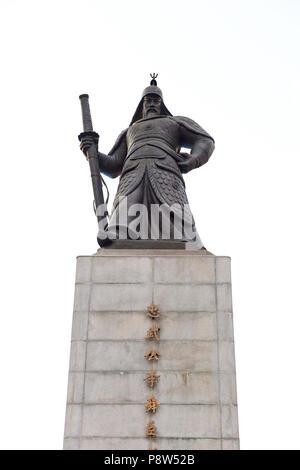 Statue of Admiral Yi Sun-Shin in Gwanghwamun, Seoul, South Korea. - Stock Image