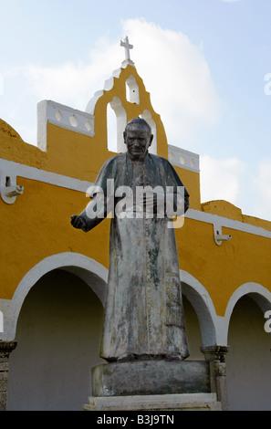 Statue of Pope John Paul II, San Antonio de Padua Convent (St Anthony of Padua Convent), Izamal, Yucatan Peninsular, - Stock Image