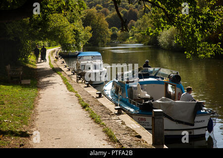 England, Berkshire, Goring on Thames, boats moored beside River Thames path - Stock Image