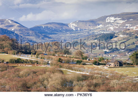 Snow on the Black Mountains, Brecon Beacons National Park, Powys, Wales, UK – winter. - Stock Image