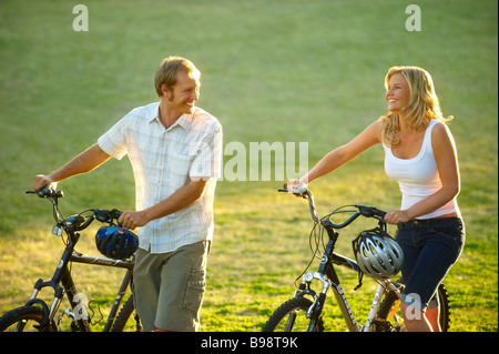 Young couple with push bikes - Stock Image