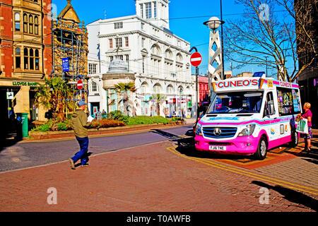 Cuneos Ice Cream Van, city centre, Sheffield, England - Stock Image