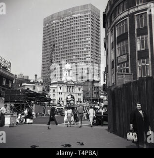 1960s, historical, London, view of the Victoria Palace Theatre, Victoria Street, featuring the show, 'The Black and White Minstrels', a long-running production that ran through the 60s until 1972. Behind the  theatre which opened in 1911, in Bressenden Place, a massive 'modern' tower block, Portland House, a 'Brutalist' design which was completed in 1962 and was over 100m with 29 floors.  In the picuture can also be seen some famous names of the era, Watneys and J Lyons & Co. - Stock Image