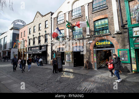 quays bar and restaurant in temple bar square Dublin Republic of Ireland Europe - Stock Image