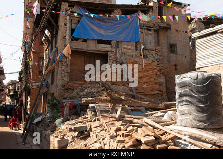 Four years on, Nepal still shows signs of the 2015 earthquake. Bhaktapur, Nepal. - Stock Image