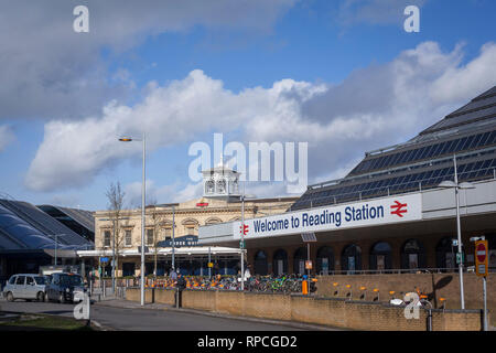 The outside of Reading Station, Berkshire. - Stock Image