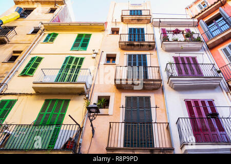 Facade with shutters in front of windows in Palma, Palma de Mallorca, Mallorca, Majorca, Balearic Islands, Balearics, Spain, Europe - Stock Image