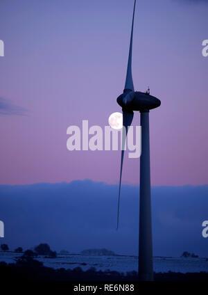 Peak District, UK. 20th Jan, 2019. Full Blood Wolf Super Moon rising over wind turbines at Griffe Grange near Wirksworth, Derbyshire Dales, Peak District, UK Credit: Doug Blane/Alamy Live News - Stock Image