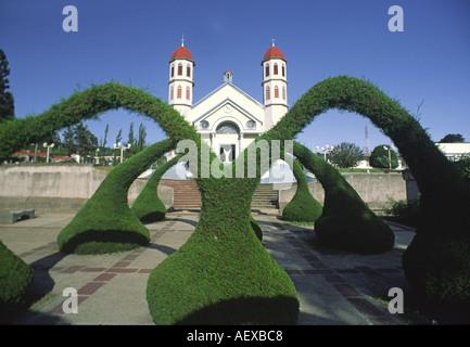 Costa Rica Zacero church artifical hedge arches - Stock Image