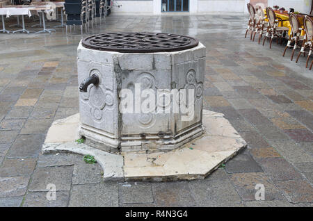 A well in a square in Venice - Stock Image