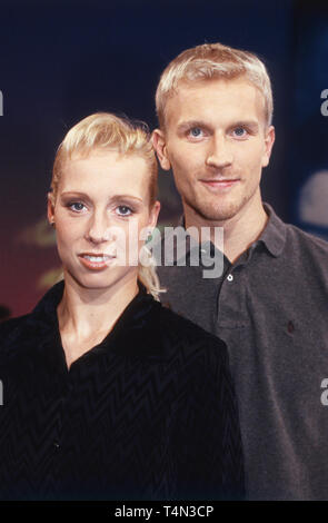 Peggy Schwarz, deutsche Eiskunstläuferin, mit Partner Mirko Müller, Deutschland 2000. German figure skater Peggy Schwarz with partner Mirko Mueller, Germany 2000. - Stock Image