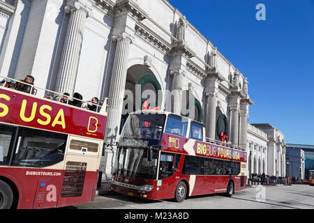 Bus tours outside Union Station, Washington D.C. - Stock Image