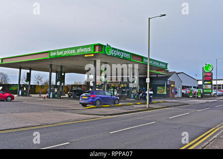 Applegreen Petrol Station in Tramains Road, Bridgend selling low price fuel. Subway shop and beer cave in store. - Stock Image