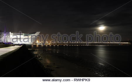 V&A Design Museum at a very low tide by night Dundee Scotland  February 2019 - Stock Image