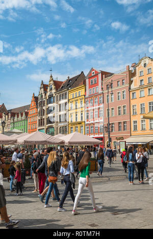 Wroclaw Poland, view in summer of young people walking through the colorful Market Square (Rynek) in the central Old Town area of Wroclaw, Poland. - Stock Image