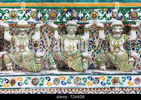 Caryatids of the Wat Arun, Bangkok, Thailand. - Stock Image