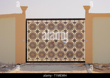 Close up of a beautiful pattern of metal main gate of a villa - Stock Image