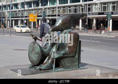 Germany, Berlin. Bronze statue near the World Fountain. Credit as: Wendy Kaveney / Jaynes Gallery / DanitaDelimont.com - Stock Image