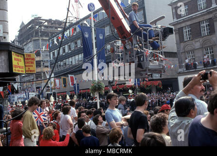 BBC camera crew in the Strand filming the Royal Wedding of Charles and Diana's wedding - Stock Image