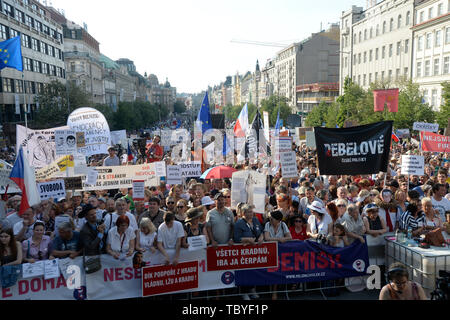 Prague, Czech Republic. 04th June, 2019. People joined another demonstration for Justice Minister Marie Benesova's resignation and also Prime Minister Andrej Babis's resignation, held by Million Moments for Democracy NGO, on the Wenceslas Square in Prague, Czech Republic, on June 4, 2019. Credit: Katerina Sulova/CTK Photo/Alamy Live News - Stock Image
