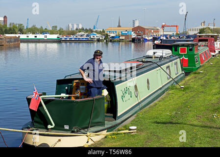 Man on narrowboat in Goole Marina, Goole, East Yorkshire, England UK - Stock Image