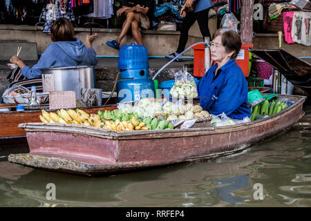 Damnoen Saduak, Thailand - August 29, 2018: Woman selling fruits from a boat in Damnoen Saduak Floating Market, Ratchaburi, Thailand. - Stock Image