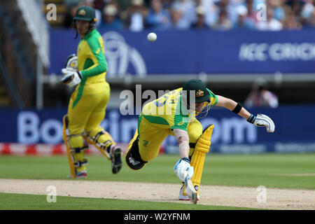 Birmingham, UK. Birmingham, UK. 11th July 2019; Edgbaston, Midlands, England; ICC World Cup Cricket semi-final England versus Australia; Steve Smith dives back to the crease to avoid being run out Credit: Action Plus Sports Images/Alamy Live News - Stock Image