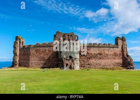 The Mid Tower and Curtain Walls, Tantallon Castle.  Near North Berwick, East Lothian, Scotland, UK - Stock Image