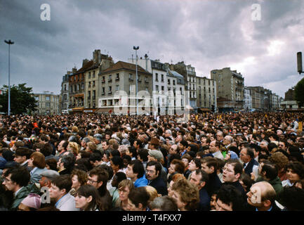 Huge crowd gathers for visit in 1980 by Pope John Paul II to Paris, France - Stock Image