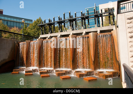USA, Indiana, Indianapolis, canal in downtown area with architectural features. - Stock Image