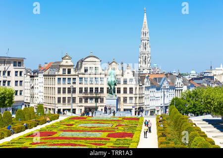 Brussels People wandering in the gardens of the Mont des Arts Kunstberg Brussels Belgium Eu Europe - Stock Image
