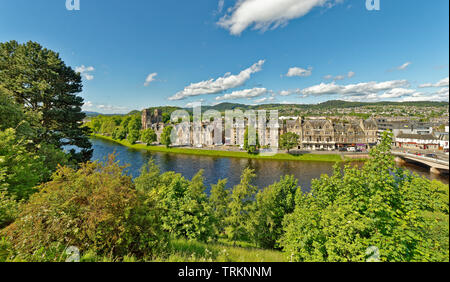 INVERNESS CITY SCOTLAND CENTRAL CITY THE RIVER NESS WITH TREE LINED BANKS NESS WALK AND ST ANDREWS CATHEDRAL - Stock Image
