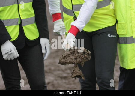 A view of the shovel with the mud on it during the ceremonial ground breaking of the Commonwealth Games 2022 Athletes Village, in Perry Barr, Birmingham - Stock Image