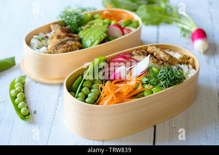 Japanese style bento lunch box with chicken, rice and vegetables - Stock Image