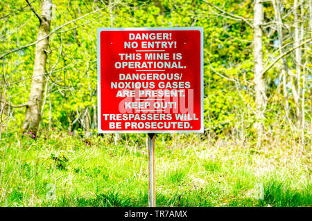 Signage announcing a danger to the public - Stock Image