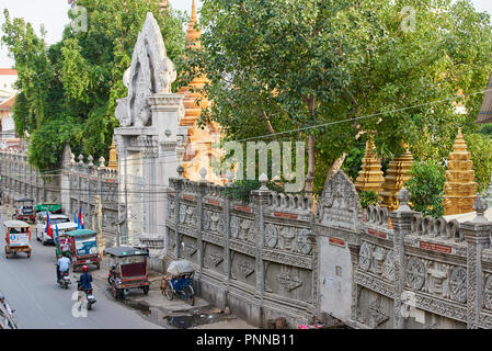 Detail of heavily detailed outer walls of Saravoan Techo Pagoda in Phnom Penh, Cambodia. The temple complex is located in the old part of town. - Stock Image