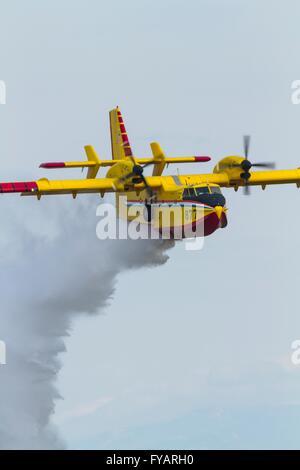 Canadair fire bomber Croatia Croatian HRZ i PZO fire fighting demonstration water drop dropping - Stock Image