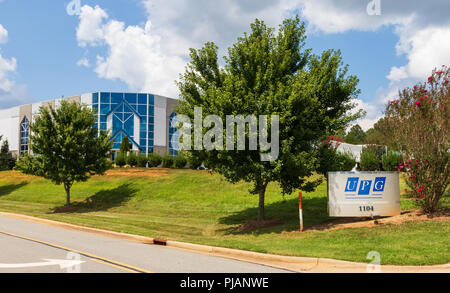 LINCOLNTON, NC, USA-9/2/18:  United Plate Glass, a fabricator and distributor of custom glass products.  Sign and building. - Stock Image