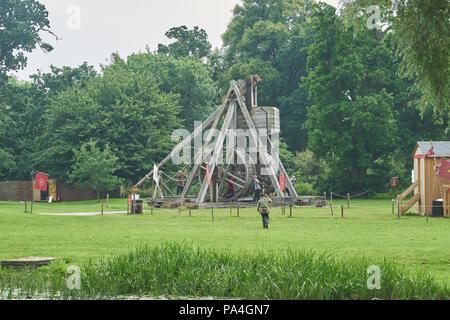 trebuchet catapult at warwick castle - Stock Image
